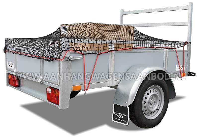 Open bakwagen met dozen in de laadbak en een grofmazig aanhangernet er over