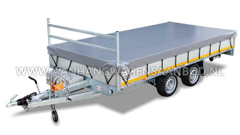 Waterdicht afdekzeil gemonteerd op een aanhangwagen met open laadbak